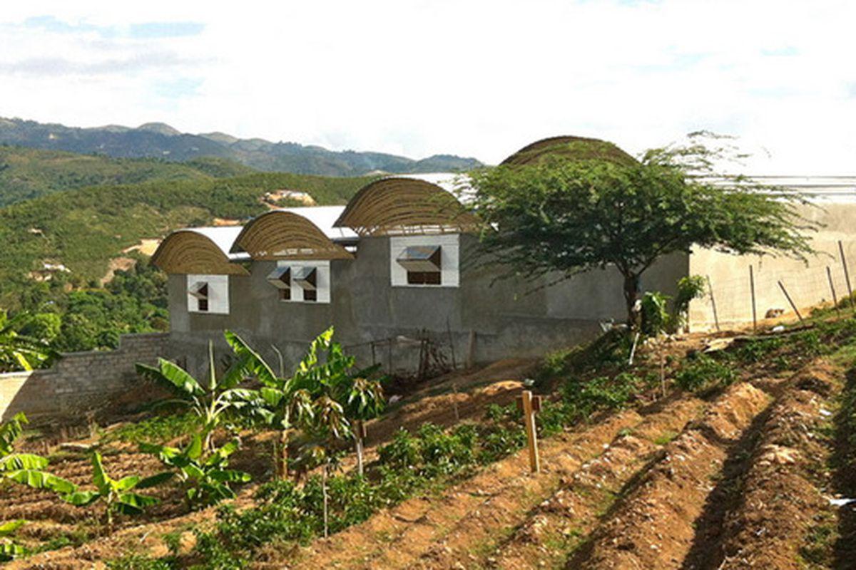 "RH Secondary School. All photos courtesy of Kenbe Design Build via <a href=""http://www.designboom.com/architecture/kenbe-design-build-social-education-construction-haiti-06-10-2015/"">Designboom</a>"