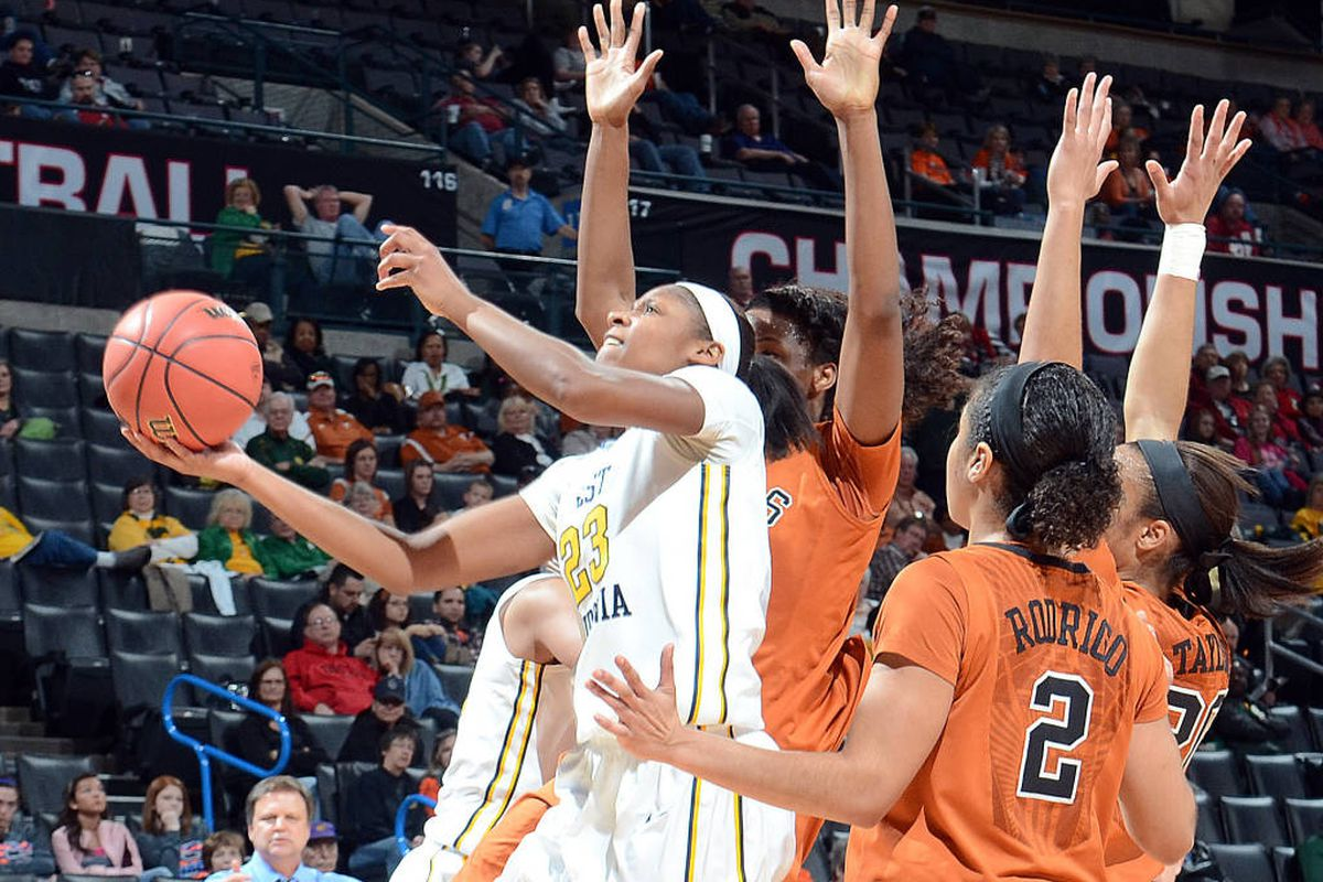 Bria Holmes goes in for the lay up between 3 Longhorn defenders