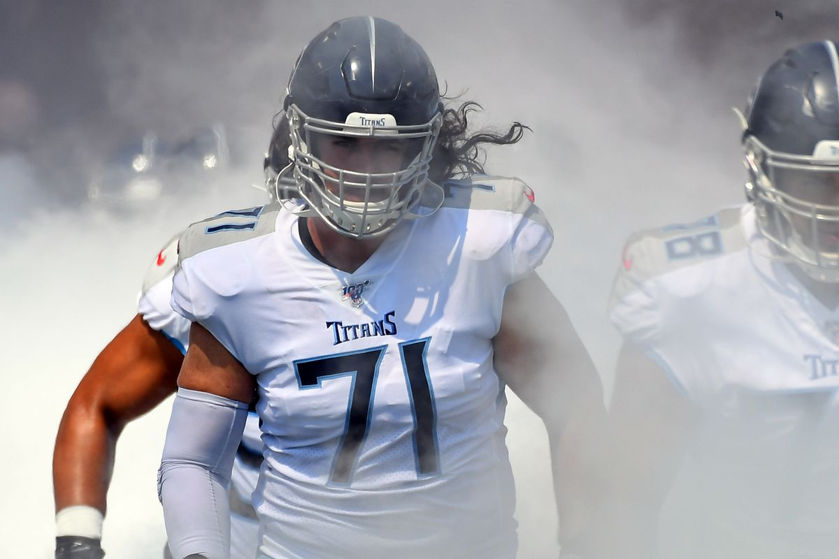 Tennessee Titans offensive tackle Dennis Kelly takes the field before the game against the Indianapolis Colts at Nissan Stadium.