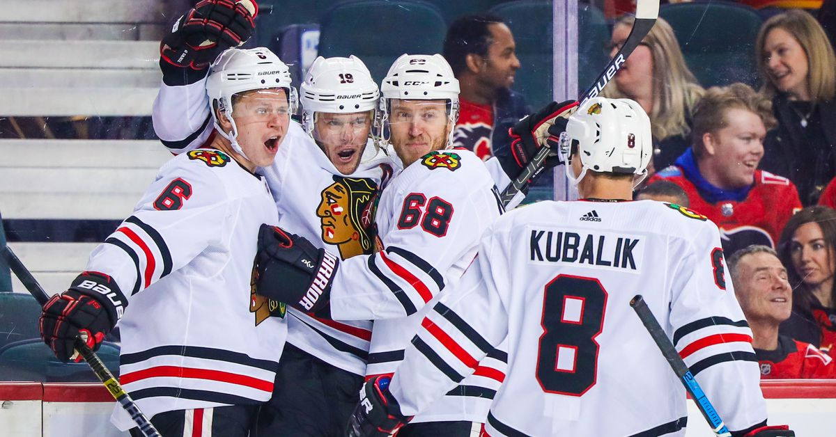 Blackhawks end 5-game skid with 8-4 win against Flames