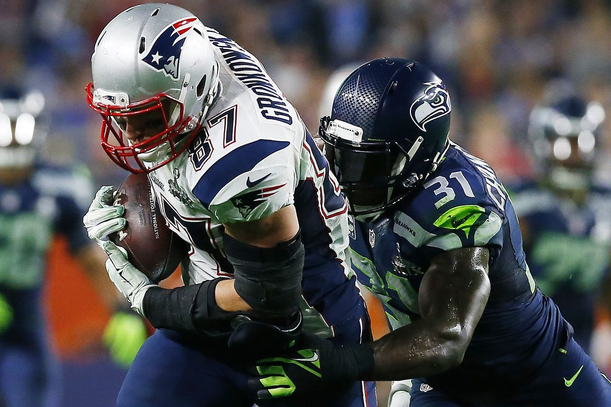 Gronk makes a 4th-quarter catch against Kam Chancellor
