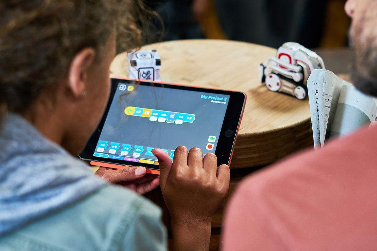Anki's Cozmo robot now has a visual programming mode to
