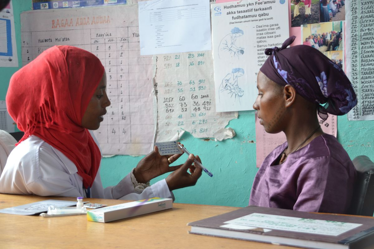 A health extension worker in Ethiopia explains various contraceptive methods.