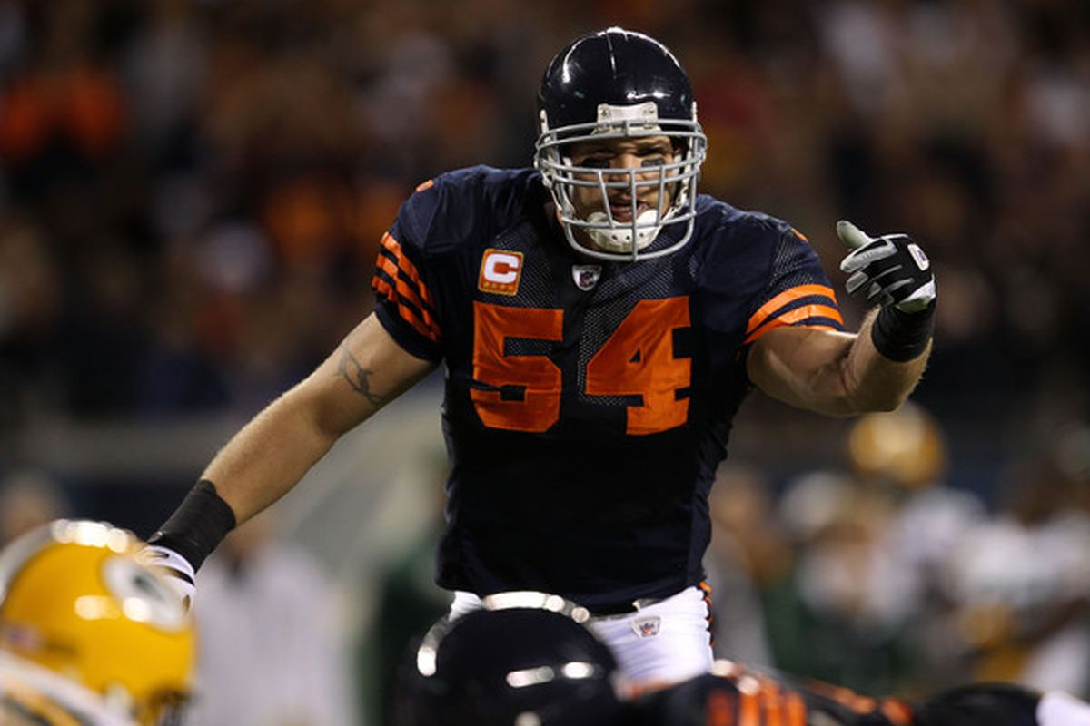 Brian Passes Gridiron Mike Urlacher City Chicago Windy Leading Singletary Tackler All-time As Bears -