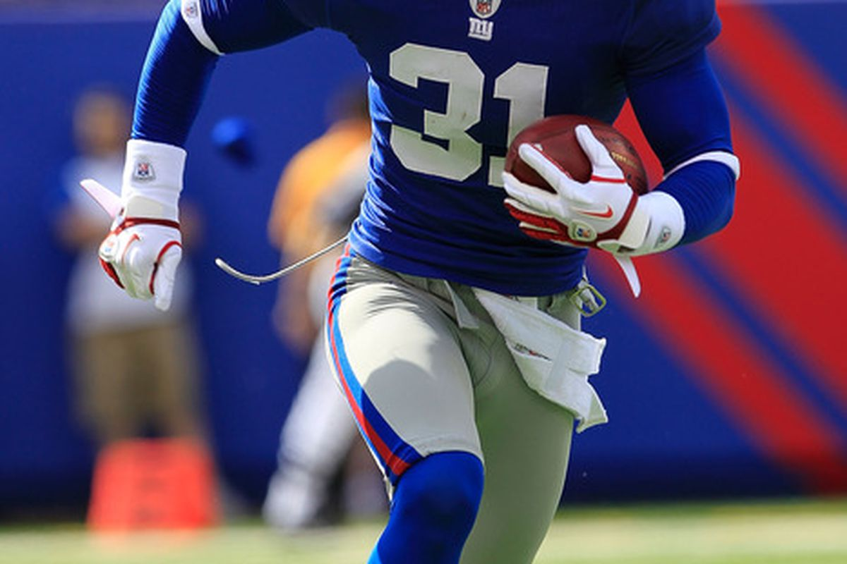 Aaron Ross of the New York Giants rushes against the Buffalo Bills at MetLife Stadium on October 16, 2011 in East Rutherford, New Jersey.  (Photo by Chris Trotman/Getty Images)