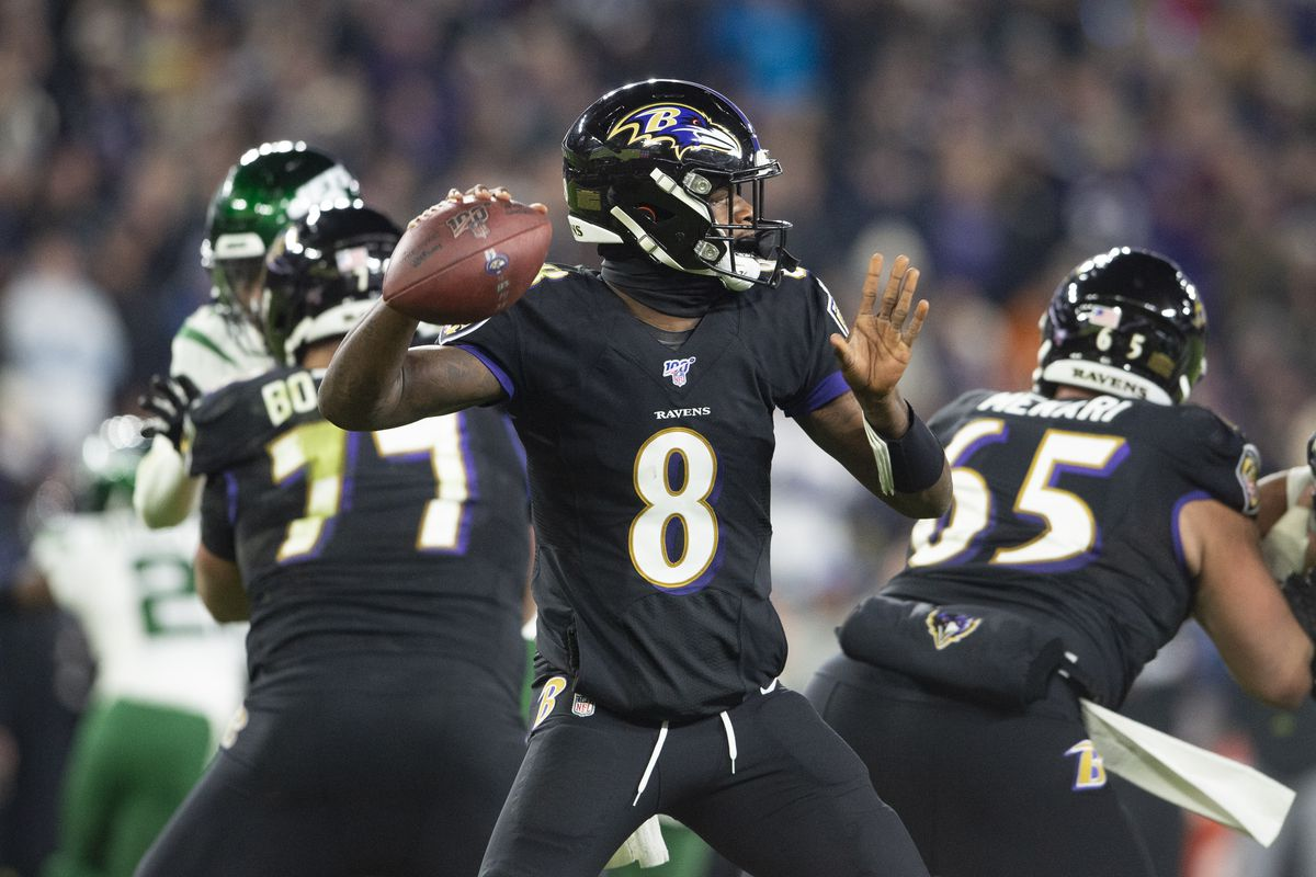 Baltimore Ravens quarterback Lamar Jackson throws from the pocket during the second quarter against the New York Jets at M&T Bank Stadium.