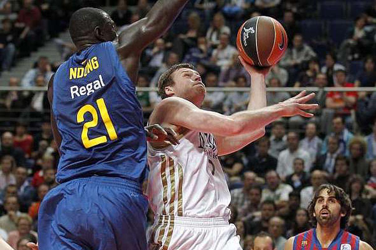 """via <a href=""""http://estaticos.marca.com/imagenes/2012/01/04/baloncesto/acb/1325713007_extras_mosaico_noticia_1_g_0.jpg"""">estaticos.marca.com</a>"""