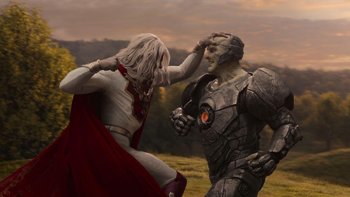 Superhero Utopian (Josh Duhamel) winds up to punch power-suited Blackstar (Tyler Mane) in Jupiter's Legacy