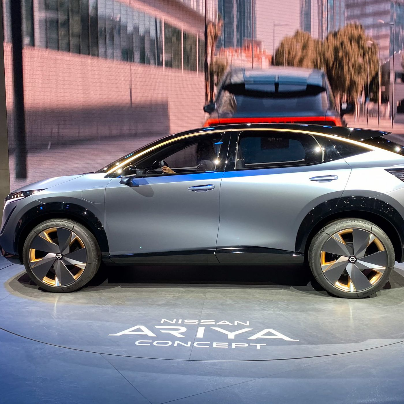 Nissan S New Electric Concept Car Looks Like A Solid Successor To The Leaf The Verge