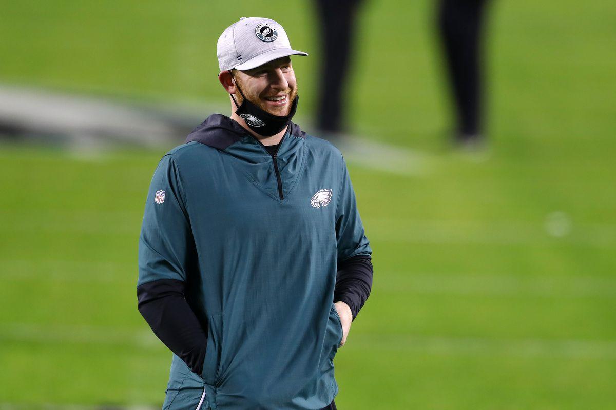 Eagles quarterback Carson Wentz watches his teammates warm up before the season finale.