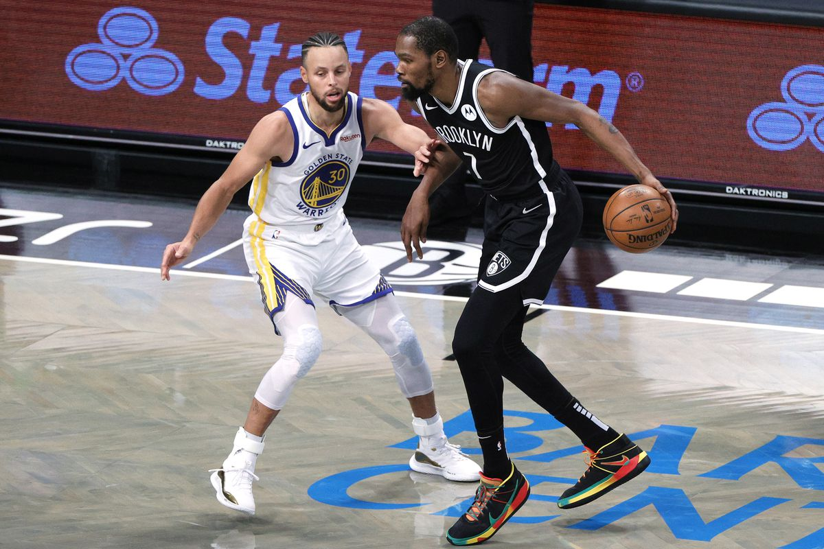 Stephen Curry guards Kevin Durant in Warriors vs Nets