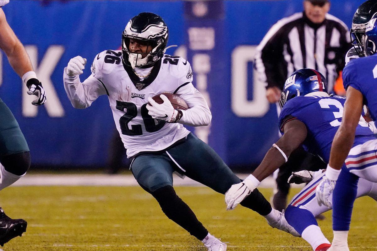 Philadelphia Eagles running back Miles Sanders runs the ball against the New York Giants in the first half at MetLife Stadium.