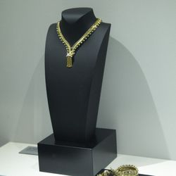 The night's featured piece was this necklace that zips up to become a bracelet.