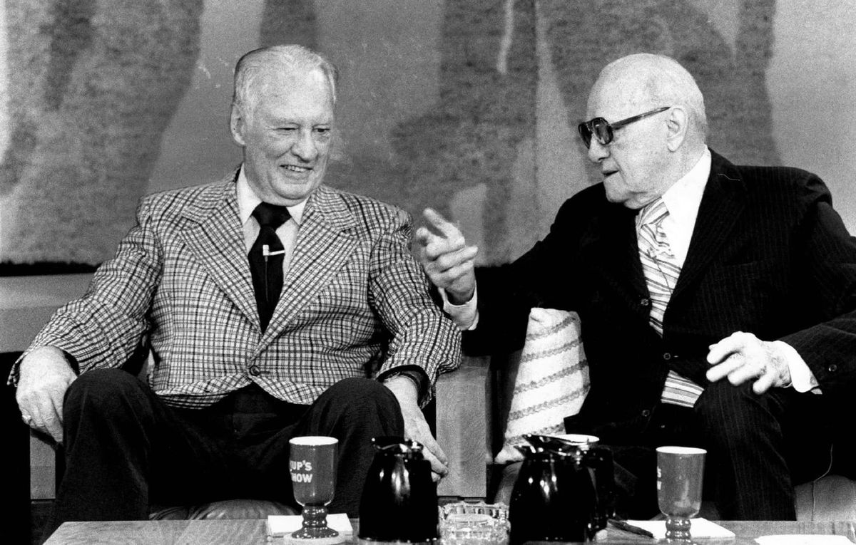 George Halas (right) talks with his former running back Red Grange during a 1978 taping of Irv Kupcinet's TV show.