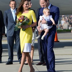 Kate touches down in Sydney, Australia on April 16th, 2014 wearing a Roksanda Ilincic yellow dress.