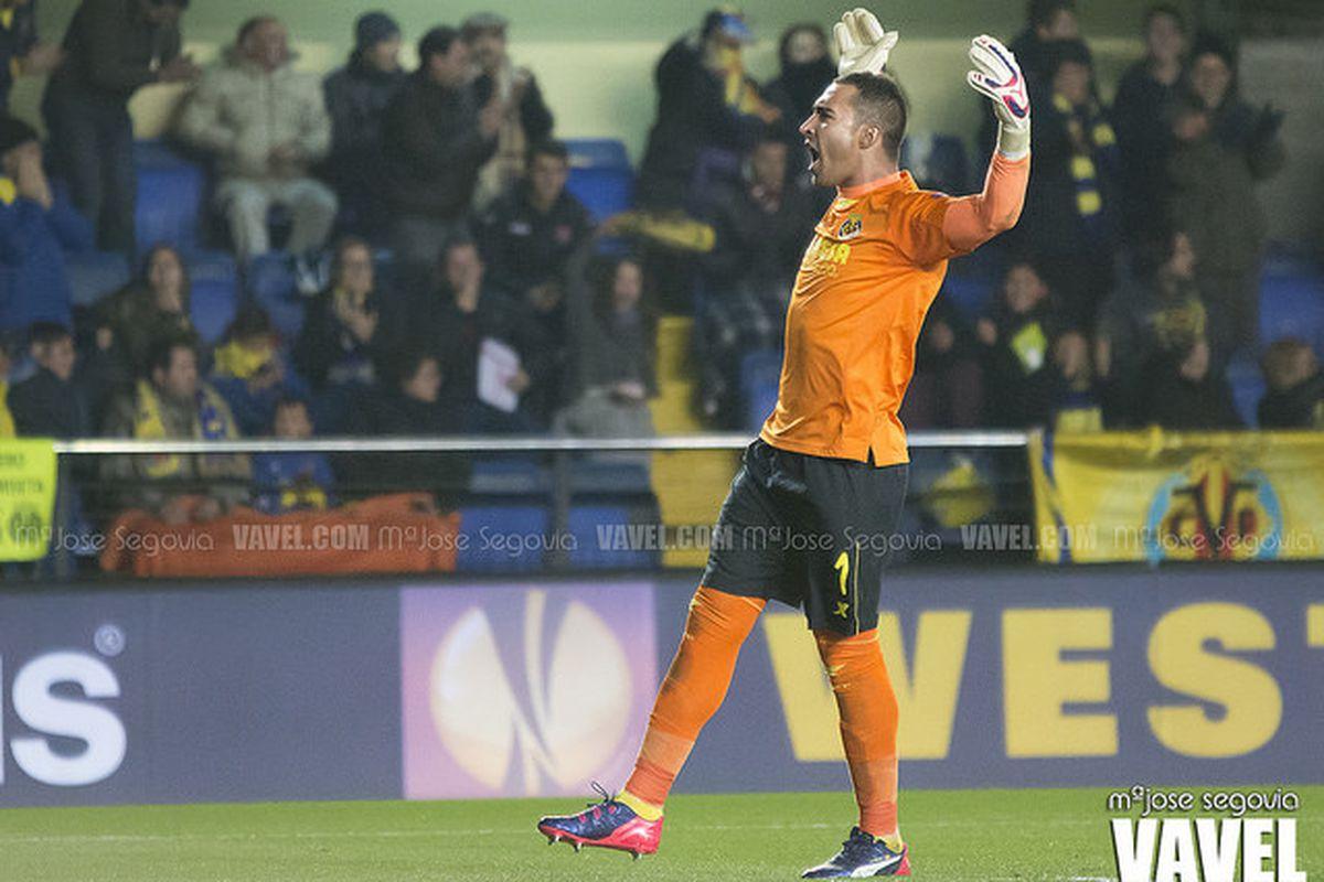 Sergio Asenjo celebrates