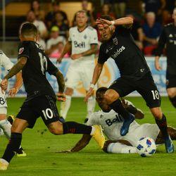 Zoltan Stieber struggles for the ball