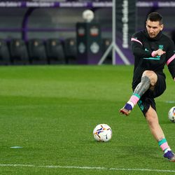 Messi warms up ahead of kick-off