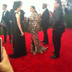 "Kim Kardashian finally did it. She <a href=""https://twitter.com/amyodell/status/331555882565517312/photo/1"">broke</a> Anna Wintour."