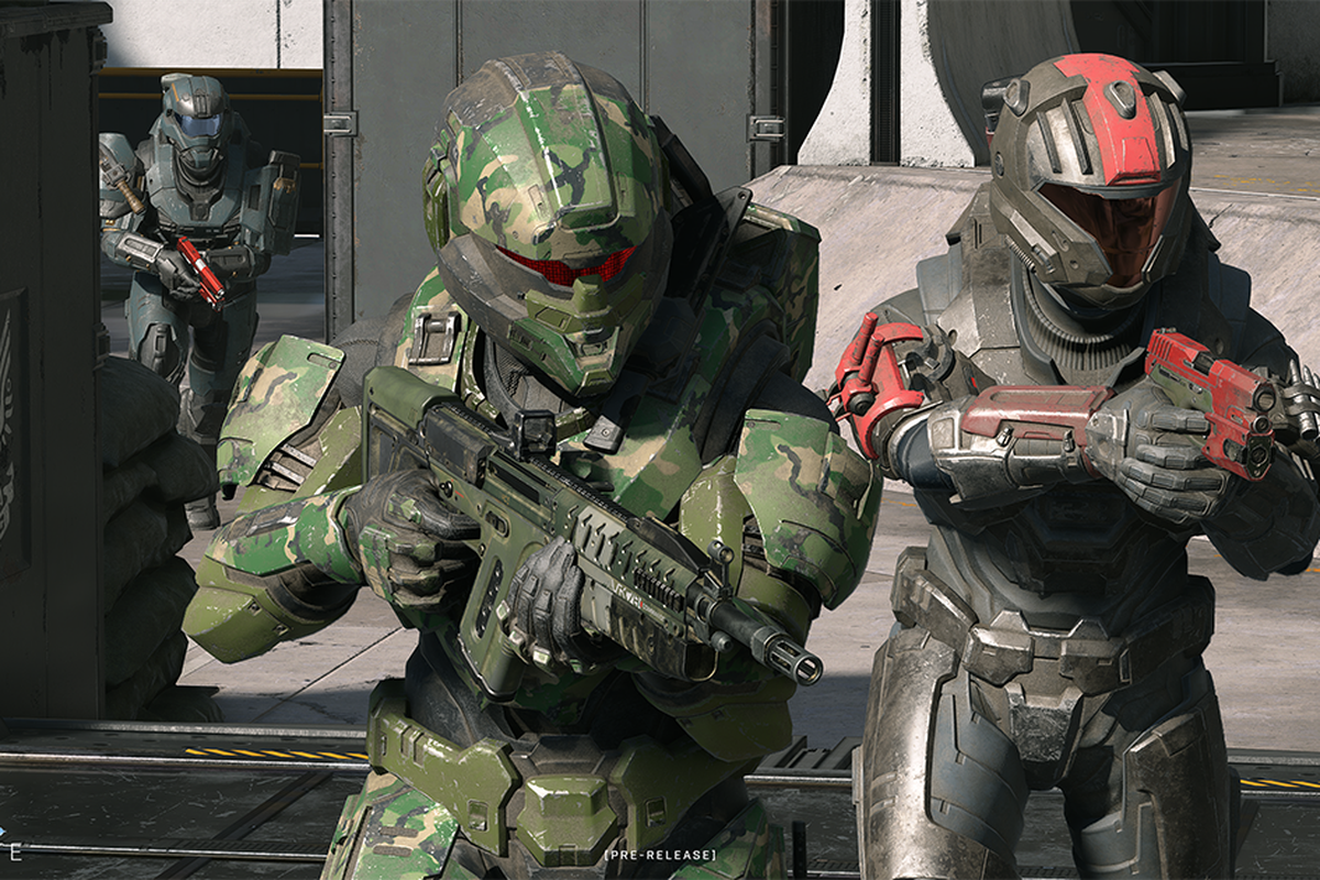 Two armored Spartan soldiers ready their rifles in Halo Infinite