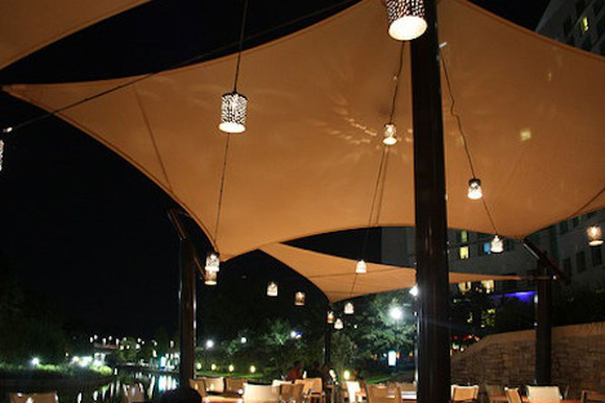The patio at Américas in The Woodlands.