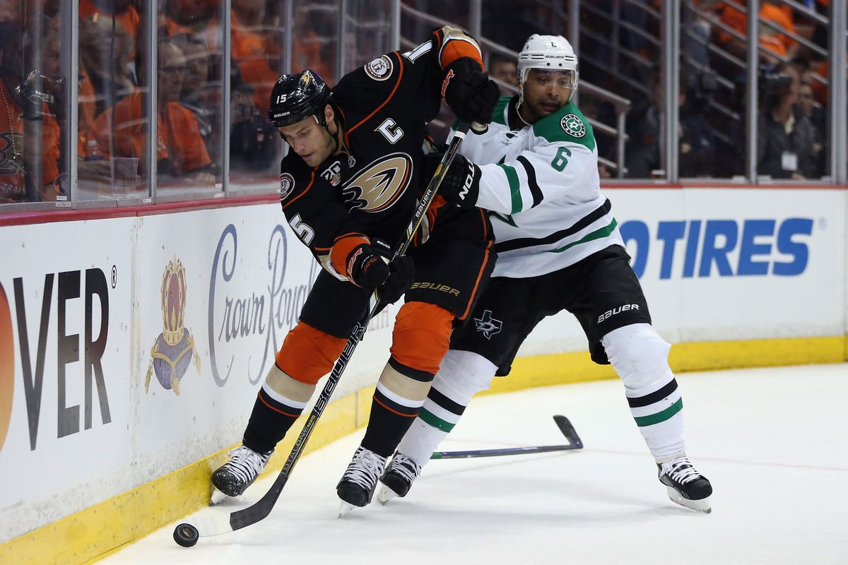 The Stars are giving the Ducks all they can handle.