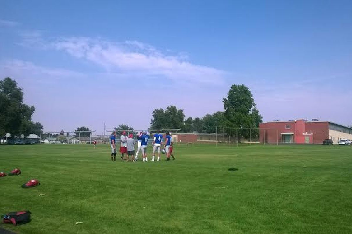 Quarterbacks meet up before the beginning of the last practice in Lewiston
