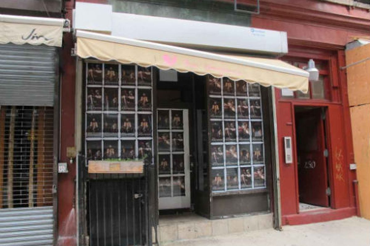 """Image via <a href=""""http://www.boweryboogie.com/2011/10/coming-soon-old-hollywood-at-250-broome-street/"""">Bowery Boogie</a>"""