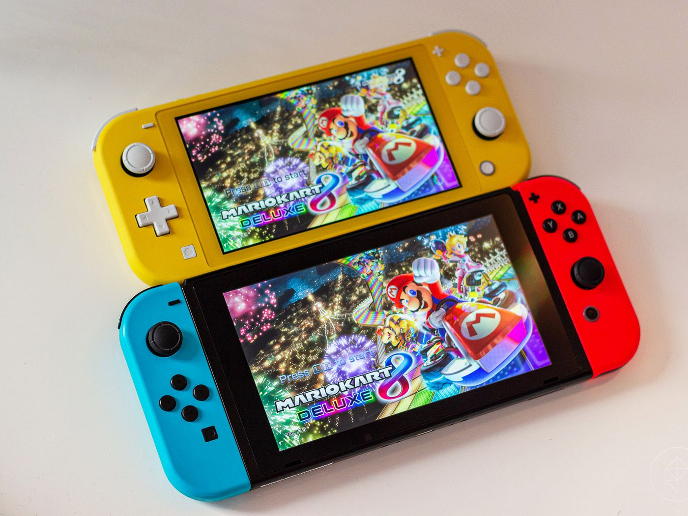 Nintendo Switch Vs Switch Lite What S The Difference Polygon