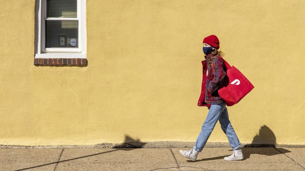 DoorDash delivery person walking