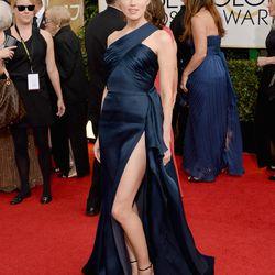 Amber Heard doing her best #AngelinaJolieLeg impression in Versace.