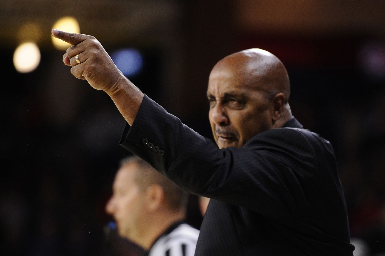 Lorenzo Romar has the Waves rolling in the right direction.