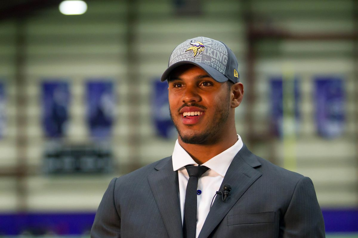 Anthony Barr leads a 2014 Vikings draft class that goes ten deep. What's the best (and worst) we could see from him?