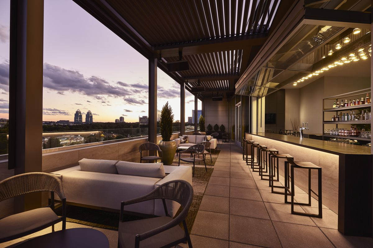 Rooftop lounge Bar Peri is now open at the AC Hotel Perimeter Center in Dunwoody and serves cocktails paired with tapas like flatbread pizzas and charcuterie boards.