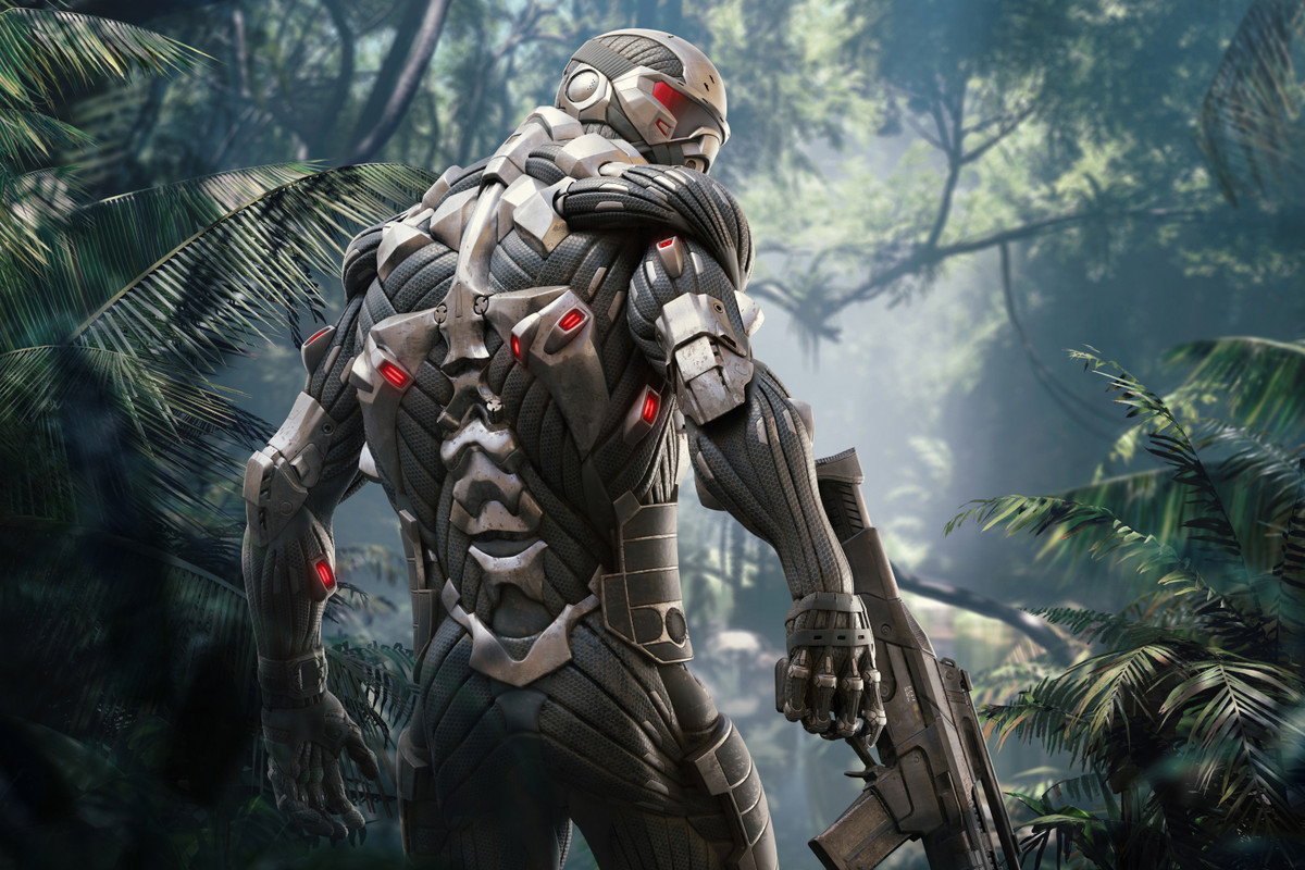 The hero of Crysis Remastered looks over his shoulder at the camera