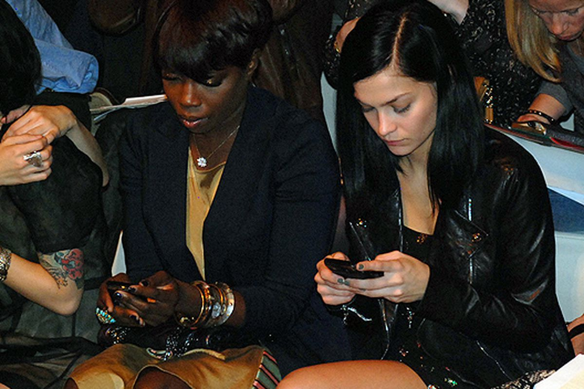 """Estelle and Leigh Lezark at DKNY via <a href=""""http://racked.com/archives/2010/09/13/this-is-what-really-goes-on-in-fashion-show-front-rows.php"""">Racked National</a>"""