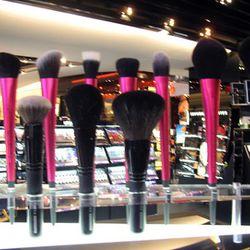 These make-up brushes are ergonomic.