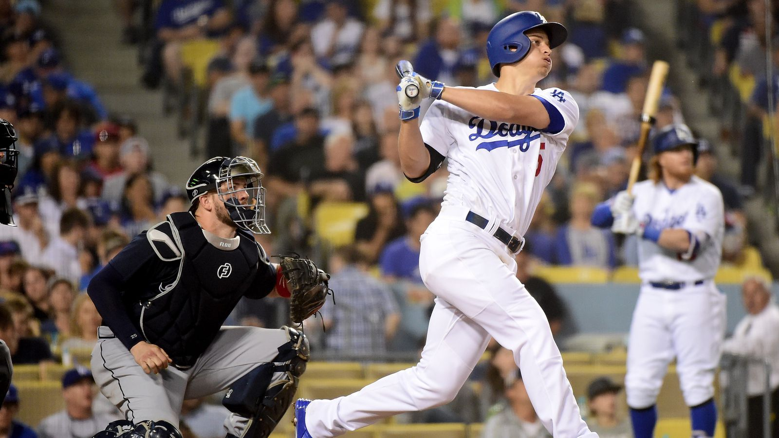 Seager goes deep thrice to beat Braves