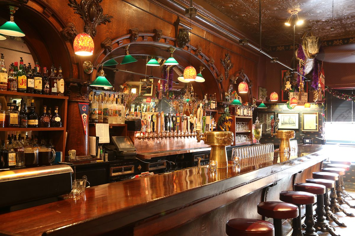 The more than century-old bar at the Maple Tree Inn in Blue Island, photographed in 2013 for a restaurant review, might be salvageable after the fire. | Richard A. Chapman/ Chicago Sun-Times File Photo