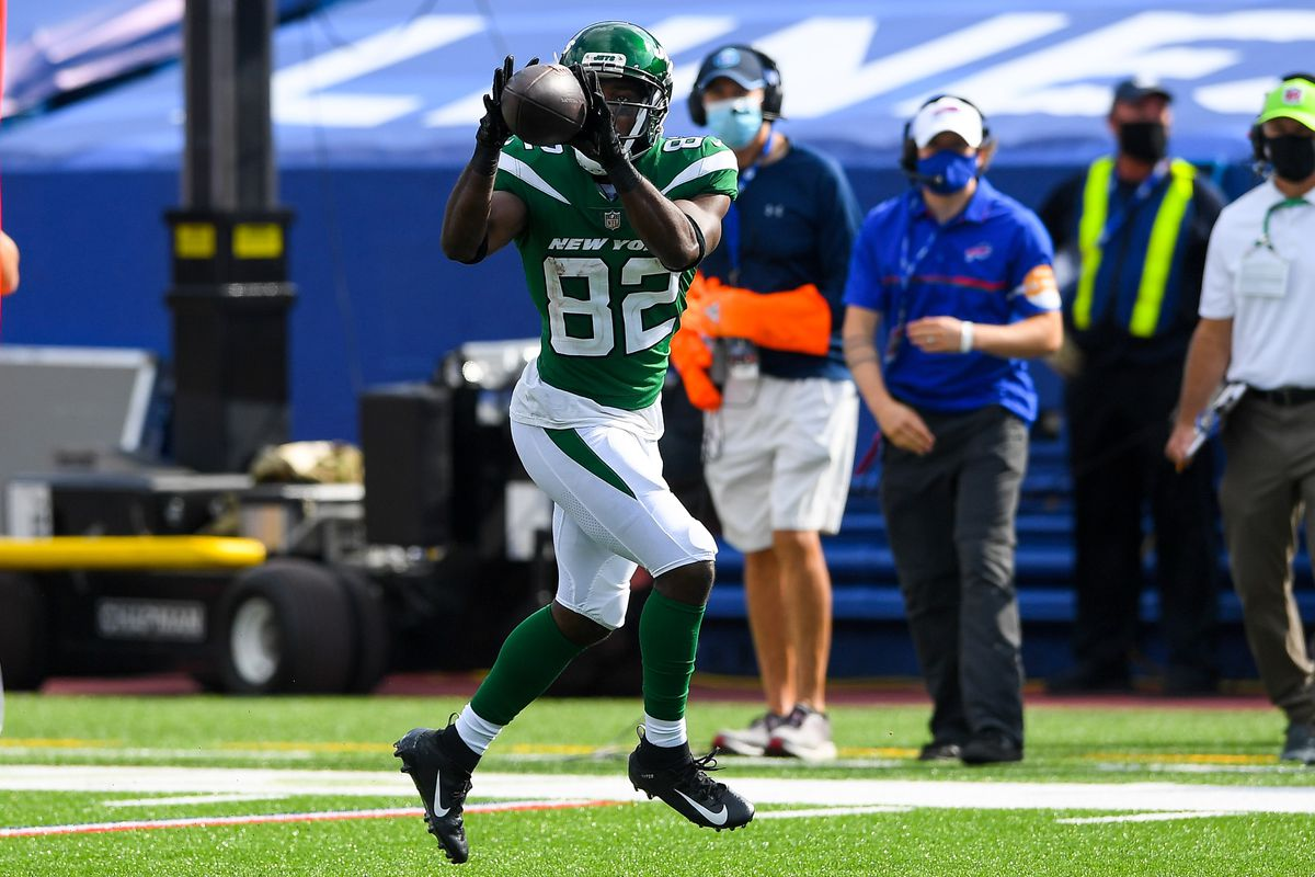 New York Jets wide receiver Jamison Crowder catches a pass against the Buffalo Bills during the fourth quarter at Bills Stadium.