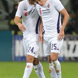 Federico Chiesa (R) of ACF Fiorentina celebrates his goal with his team-mate Marco Benassi during the Serie A match between FC Internazionale and ACF Fiorentina at Stadio Giuseppe Meazza on September 25, 2018 in Milan, Italy.