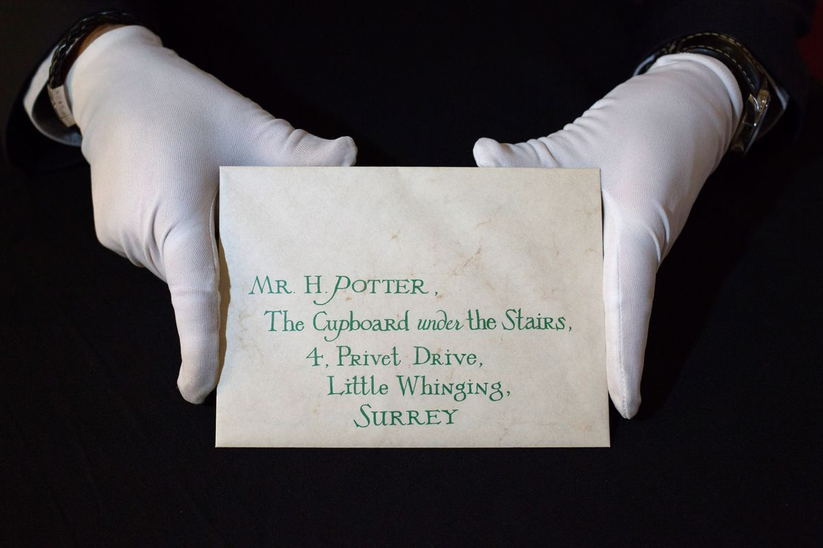 Rare Film and TV Memorabilia To Be Auctioned - Photocall