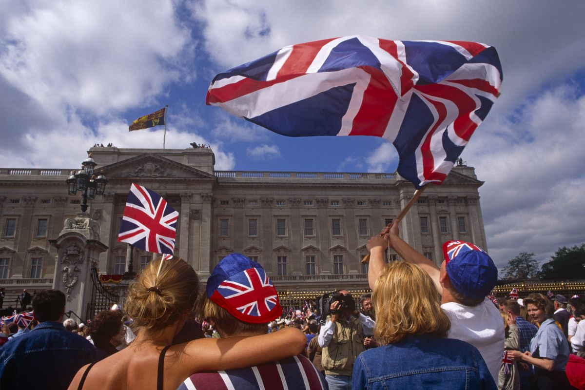 England - London - Patriotic Londoners wave flags at palace