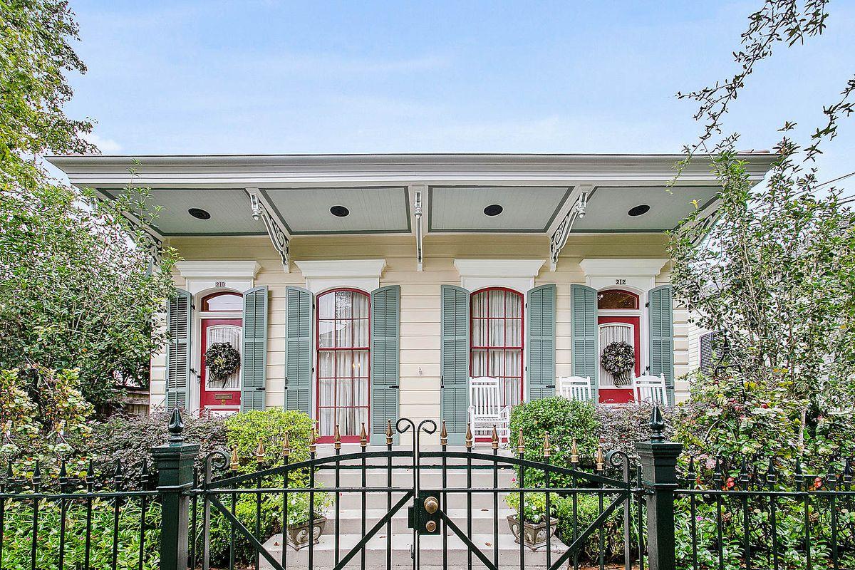 A traditional Victorian double shotgun home, exterior