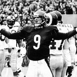 Quarterback Jim McMahon of the Chicago Bears celebrates his first-quarter touchdown against the Rams on Jan. 12, 1986.