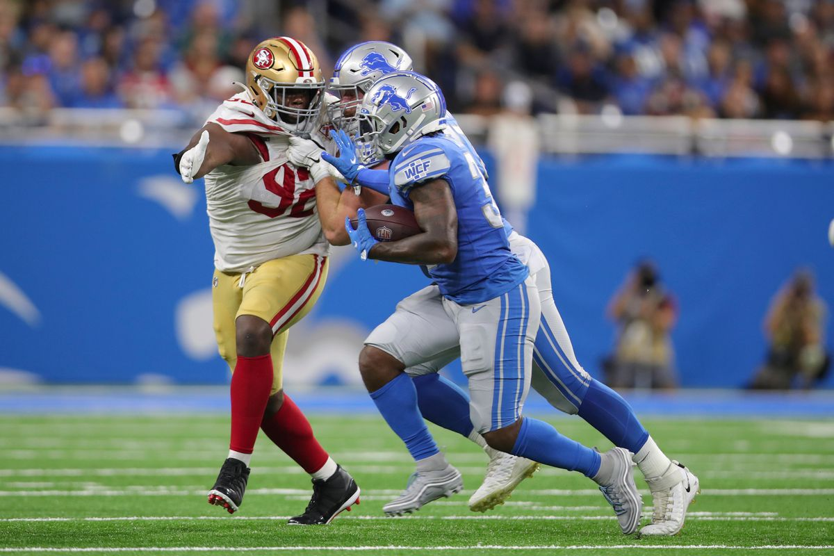 D'Andre Swift #32 of the Detroit Lions rushes during the game against the San Francisco 49ers at Ford Field on September 12, 2021 in Detroit, Michigan.