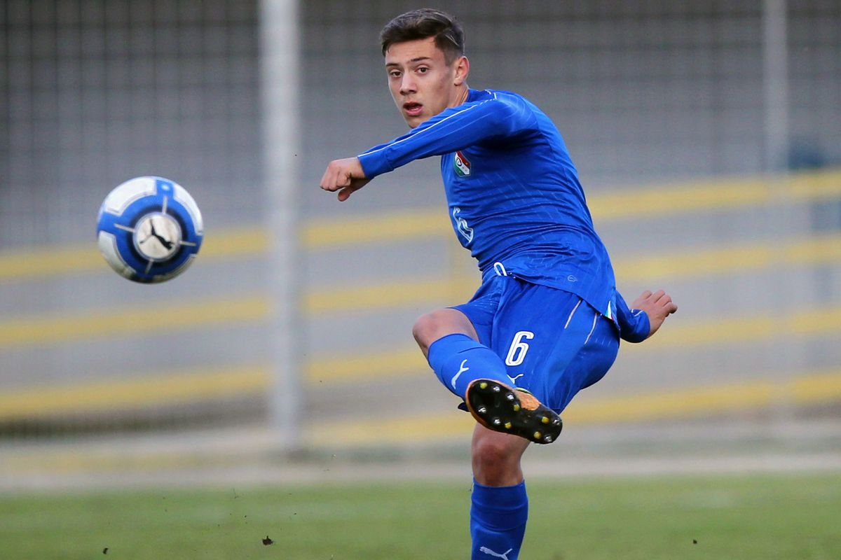 cheap for discount 29991 622cd Italian defender says no to Bayern Munich, extends contract ...