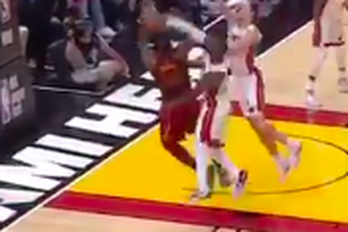 Dwyane Wade Delivers Monster Block on LeBron James