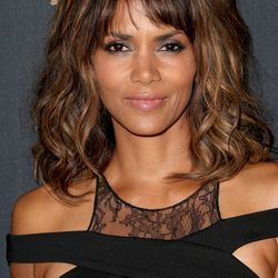 BEST 'NOT TRYING TOO HARD' LOOK: Halle Berry's subtle smoky eyes, nude lips, and mussed hair are perfect.