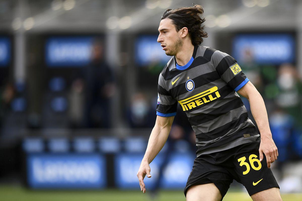 Matteo Darmian of FC Internazionale celebrates after scoring...